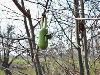 De poepzakjesbomen staan flink in bloei dit jaar! . . #fruitbos #oostvlietpolder #activisme #hondenpoep #doeerwataan #zouhethelpen #poepzak #poepzakjeshouder #scheitzat #drollig #weereenswatanders #natuurfotografie #camper_no_mad